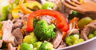 cuisiner brocoli cuisiner un sauté de boeuf et légumes à la mijoteuse recettes