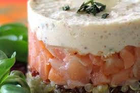 cuisiner le saumon recette de quinoa au saumon fumé et mousse d amande la recette