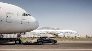 porsche cayenne towing porsche cayenne blasts past tow rating pulls air airbus a380