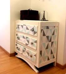 customiser un bureau en bois customiser ses meubles avec des chutes de papier peint