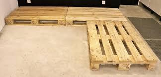 canapé en bois de palette canapé en palette de bois tuto canapé palettes