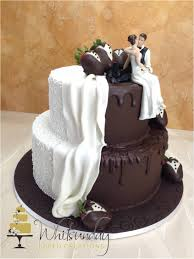 wedding cakes near me a two tier wedding cake half in chocolate and half in white