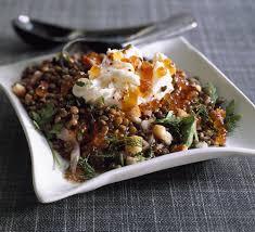 cuisiner les lentilles vertes recette salade de lentilles vertes du puy tièdes et œufs pochés