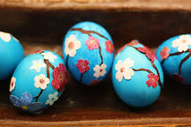 blue easter eggs diy glittery and unique easter eggs for the feast