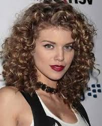 curly hairstyles for medium length hair with color combinations