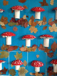 bricolage noel avec rouleau papier toilette champignon réalisé avec un demi rouleau de papier wc une demi