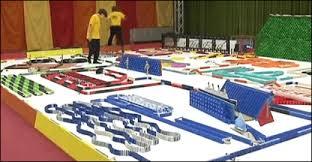Espetáculo com 55 mil peças de dominó é montado em Berlim; assista