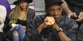 Beyonce Wedding Ring by A Sign It U0027s Over Beyonce U0026 Jay Z Remove Their Wedding Rings After