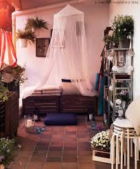 www ikea usa com u äpplarö klupu možeš odložiti stvari kako bi tvoj balkon bio uredan