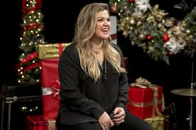 kelly clarkson talks going all out for christmas in music choice u0027s