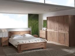 les chambre a coucher en bois stunning chambre a coucher en bois massif moderne pictures design