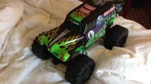 grave digger 30th anniversary monster truck toy new bright grave digger 1 10 vs unmade bed youtube