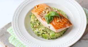 comment cuisiner le pavé de saumon comment cuire un pavé de saumon vidéo cuisine et recettes