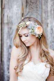 flower hair tips and ideas for wearing fresh flowers in your hair for your