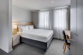 adina apartment hotel sydney chippendale best rate guaranteed adina chippendale apartment hotel studio queen