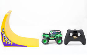 remote control grave digger monster truck videos amazon com new bright r c f f 4x4 monster jam grave digger with