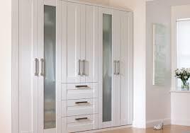 modele d armoire de chambre a coucher attrayant modele d armoire de chambre a coucher 14 armoires