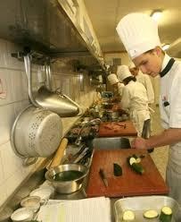 metier de cuisine fiche métier cuisinier le goût du travail en équipe métiers