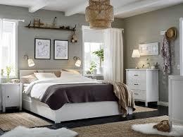 chambre blanche ikea une chambre classique et raffinée avec la série brusali ikea la