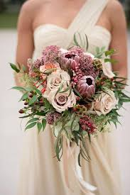 fall bridal bouquets 10 colorful fall bridal bouquets weddings illustrated 2567595