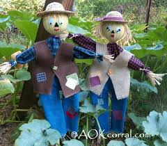 Homemade Scarecrow Decoration How To Make A Scarecrow For Fall Decorating