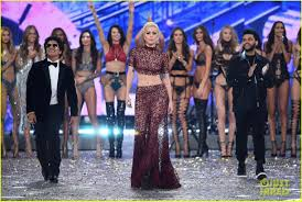 victoria secret halloween costumes bruno mars rocks the runway at victoria u0027s secret fashion show 2016