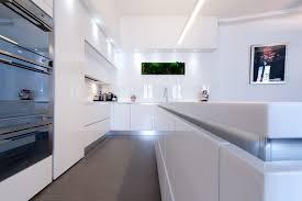 la cuisine dans le bain armony cucine blanc brillant modern kitchen by la