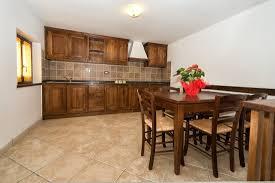 cucina e sala da pranzo cucina e sala da pranzo appartamento piano terra foto di