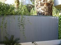 par vue de jardin canisses pvc brise vue jardin aménagement décoration par