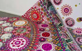 imagenes artisticas ejemplos instalaciones artísticas hechas con piedras de bisutería