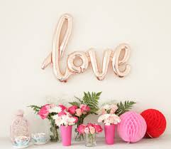 wedding backdrop letters 21 jumbo ideas for gold letter balloons at your wedding