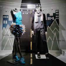 2823 best display windows retail visual merchandising manequins