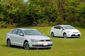 case study toyota hybrid synergy drive 2013 toyota prius comparison vs 2013 volkswagen jetta hybrid youtube