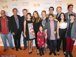 Seeking Feather Cast Modern Family Cast Mobbed By Fans As They Land In Australia To