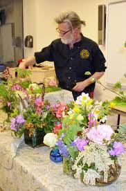 register online for a flower arranging workshop with kurt