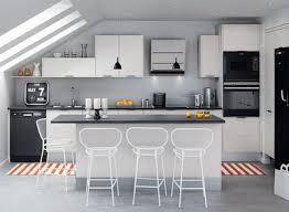 cuisine sous pente 3 scénarios pour aménager une cuisine îlot de cuisine dans le