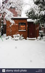 Garden Shed Office Uk England Surrey Garden Shed Office Shed Snow Stock Photo