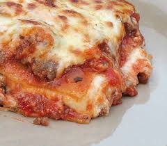 cuisine lasagne la lasagne est bon avec de la salade césar yum socio 621