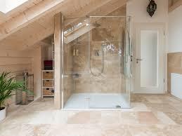 Badezimmer Umbau Ideen Die Warmen Farbtöne Der Travertin Rustic Fliesen Sorgen Für Eine