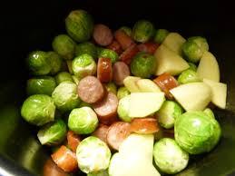 cuisiner des choux de bruxelles frais choux de bruxelles saucisses et pomme de terre au cookeo ma ptite