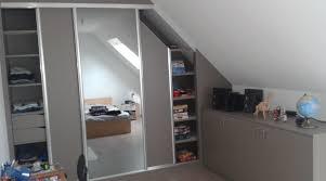 chambre avec placard chambre mansardee avec dressing avec placard et meuble sous pente