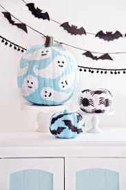 halloween ornaments to make glitter decorated pumpkins decorating holidays and halloween ideas