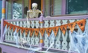 Halloween Skeleton Decoration Ideas by 50 Chilling And Thrilling Halloween Porch Decorations For 2017