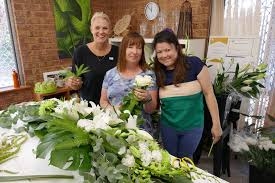 Flower Arranging For Beginners Flowers Design Perth Floristry Courses Perth Floral