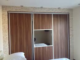 faire un placard dans une chambre amenagement interieur placard chambre