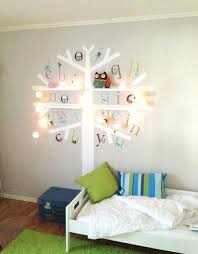 rangement mural chambre bébé decoration murale chambre bebe pochoir decoration chambre bebe