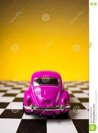 van volkswagen pink de roze kever van volkswagen redactionele foto afbeelding 79792856
