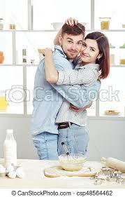 couples amour cuisine amour cuisine pâte cuisine heureux image de stock