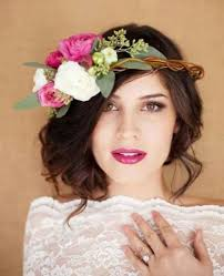 fleurs cheveux mariage coiffure mariage 100 idées pour cheveux courts et longs