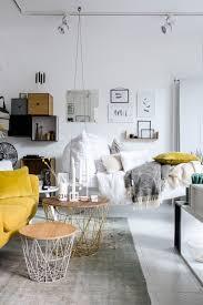 canapé suspendu un joli canapé suspendu et une déco très soignée pièce salon